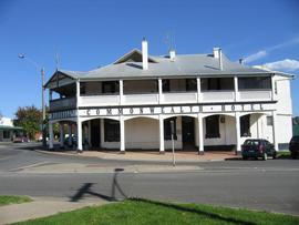 Commonwealth Hotel - Redcliffe Tourism