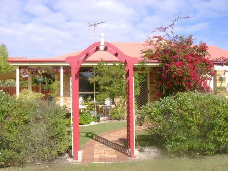Angels Beach Lodge - Redcliffe Tourism