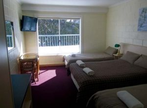 Falls Creek Hotel - Redcliffe Tourism