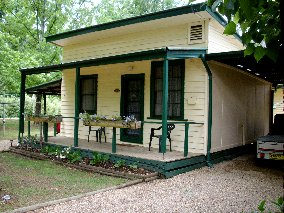 Pioneer Garden Cottages - Redcliffe Tourism