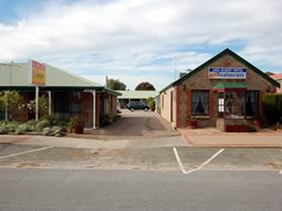 Lake Albert Motel - Redcliffe Tourism