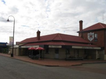 Bedford Arms Hotel - Redcliffe Tourism