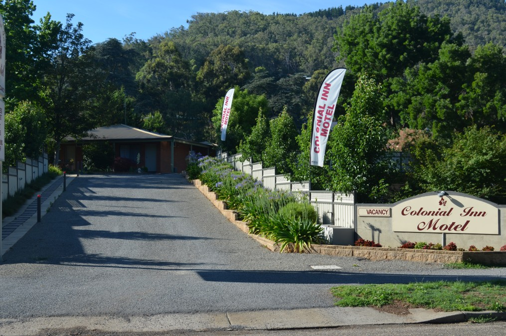 Bright Colonial Inn Motel - Redcliffe Tourism