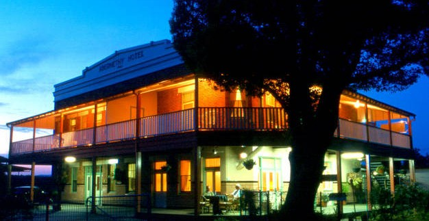 Abernethy Guesthouse - Redcliffe Tourism