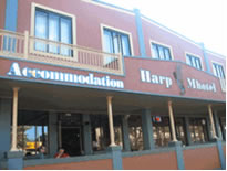 Harp Deluxe Hotel - Redcliffe Tourism