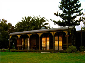 Sunset Cottage - Redcliffe Tourism
