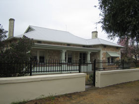 Naracoorte Cottages - MacDonnell House - Redcliffe Tourism