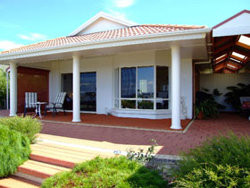 Close Encounters Bed and Breakfast - Redcliffe Tourism