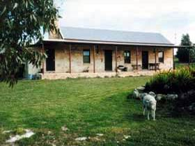 Mt Dutton Bay Woolshed Heritage Cottage - Redcliffe Tourism