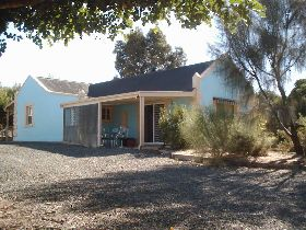 Carob Cottage - Redcliffe Tourism