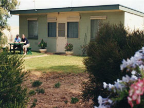 Oaklands Fishing Cottage - Redcliffe Tourism