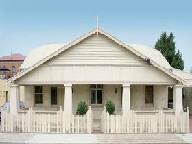 Seaside Semaphore Holiday Accommodation - Redcliffe Tourism