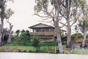 Mundic Grove Cottage - Redcliffe Tourism