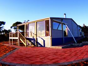 Wilderness Valley Studio Accommodation - Redcliffe Tourism