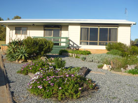 Oaklands Beach House - Redcliffe Tourism