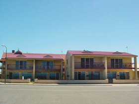 Tumby Bay Hotel Seafront Apartments - Redcliffe Tourism