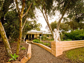 Correa Corner Bed  Breakfast - Redcliffe Tourism