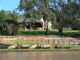 Roonka Riverfront Cottages - Redcliffe Tourism