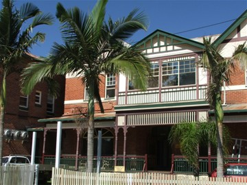 Maclean Hotel - Redcliffe Tourism