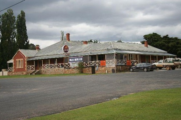 Buckleys Crossing Hotel - Redcliffe Tourism