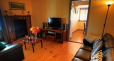 Apple Blossom Cottage - Redcliffe Tourism