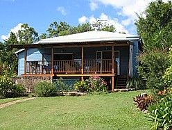 Blue House Family Accommodation - Redcliffe Tourism