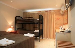 Emerald Central Palms Motel - Redcliffe Tourism