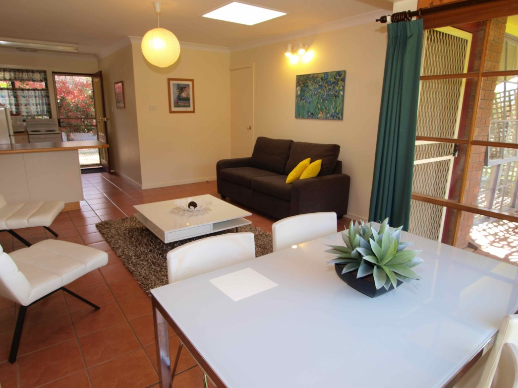 Bright Highland Valley Cottages - Redcliffe Tourism