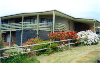 Currawong Holiday Home - Redcliffe Tourism
