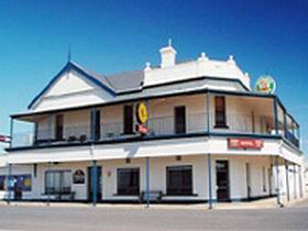 Seabreeze Hotel - Redcliffe Tourism
