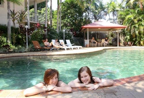 Cairns Reef Apartments and Motels - Redcliffe Tourism