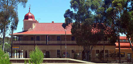 Peterborough Railway Hotel - Redcliffe Tourism