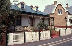 Barton Cottage - Redcliffe Tourism