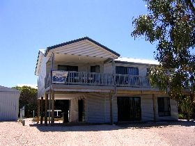 Acacia Beach House - Redcliffe Tourism