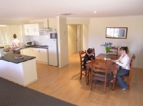 Copper Cove Holiday Villas - Redcliffe Tourism