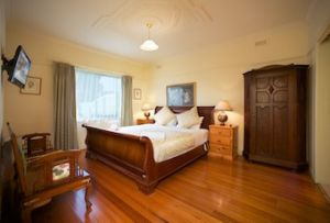 Nazaaray Beach House - Redcliffe Tourism