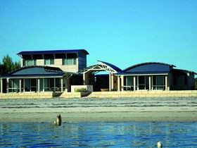 Baird Bay Ocean Eco Apartments - Redcliffe Tourism