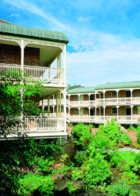 Medina Serviced Apartments Canberra - Redcliffe Tourism