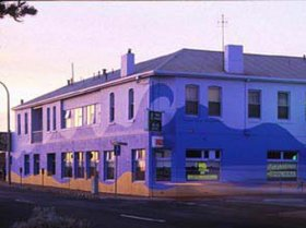 Beach Hotel - Redcliffe Tourism