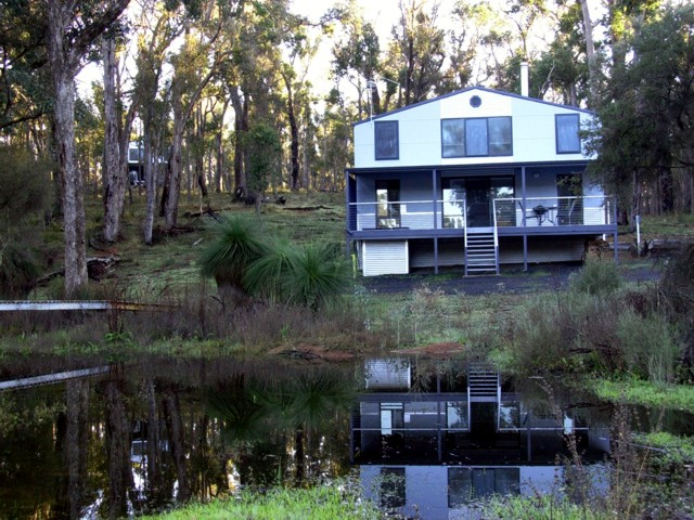 Hidden Grove Retreat - Redcliffe Tourism