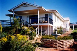 Lovering's Beach Houses - The Whitehouse Emu Bay - Redcliffe Tourism