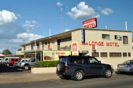 A  A Lodge Motel - Redcliffe Tourism