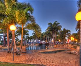 Rollingstone Beach Front Resort - Redcliffe Tourism