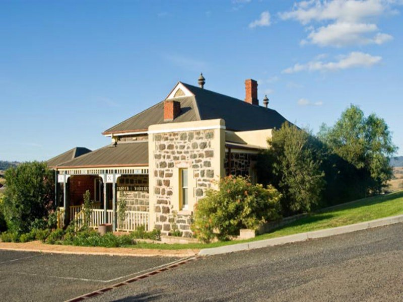 Hermitage Hill Resort - Redcliffe Tourism