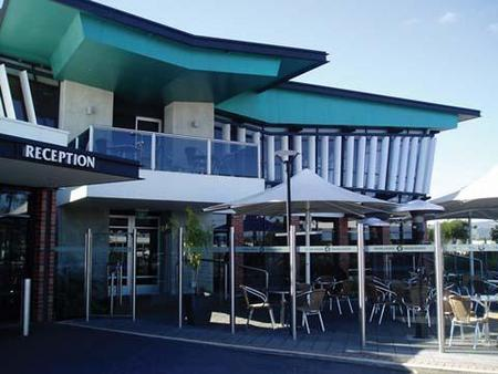 Highlander Hotel Bar Kitchen Rooftop - Redcliffe Tourism