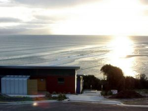 Freycinet Beach Apartments - Redcliffe Tourism