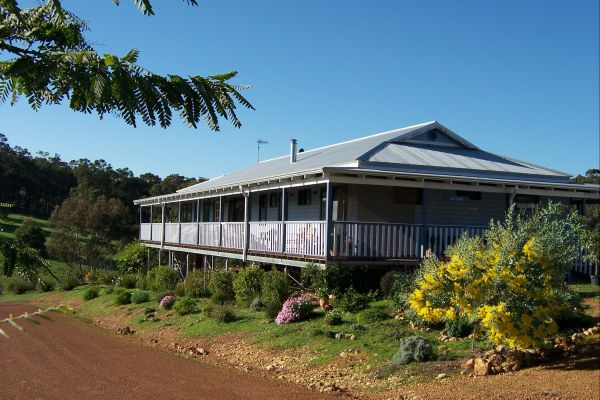 Blue House Bed and Breakfast - Redcliffe Tourism