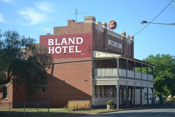 Bland Hotel - Redcliffe Tourism