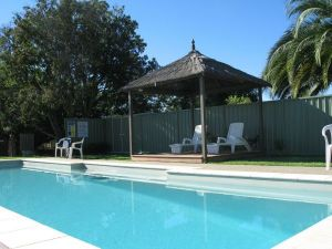 Golden Chain Wine Village Motor Inn - Redcliffe Tourism