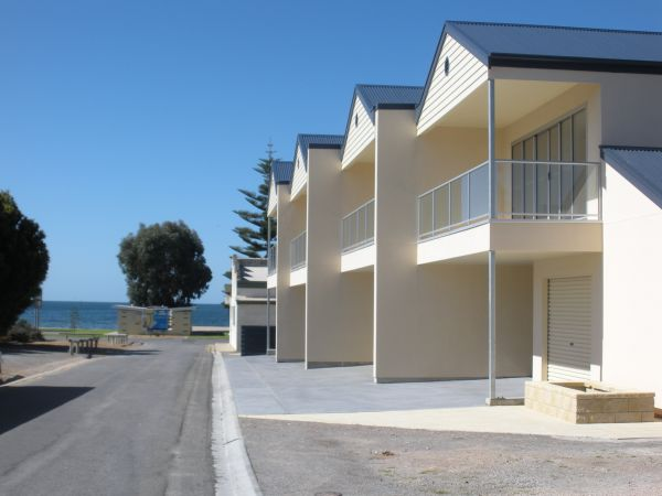 Karen's Cabins and Apartments - Redcliffe Tourism
